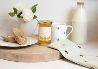 bees-for-business-honey-jar-lifestyle-low-res-1024x683